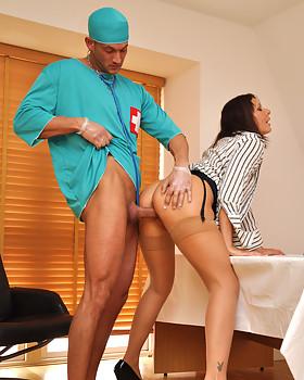 Horny MILF Cum Slut Gets Her Twat Pounded